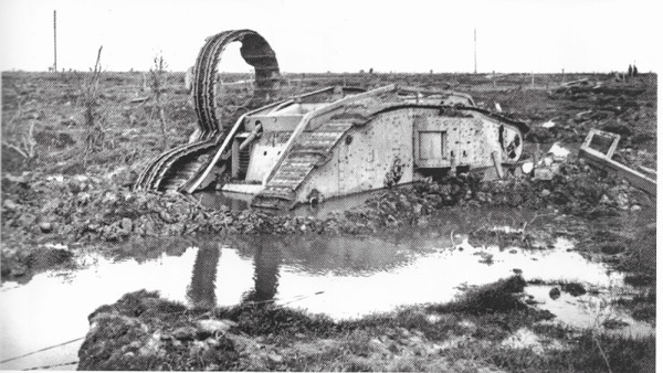 Un char MarkIV enlisé dans les Flandres en 1918 (1/35) 18022712305423099315582170