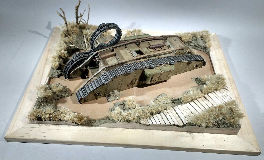 Un char MarkIV enlisé dans les Flandres en 1918 (1/35) 18031510221023099315615272