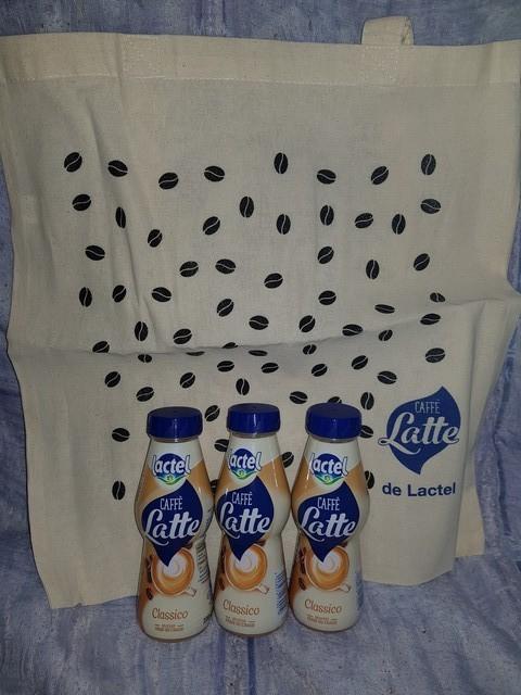 tote bag et bouteilles caffe latte lactel