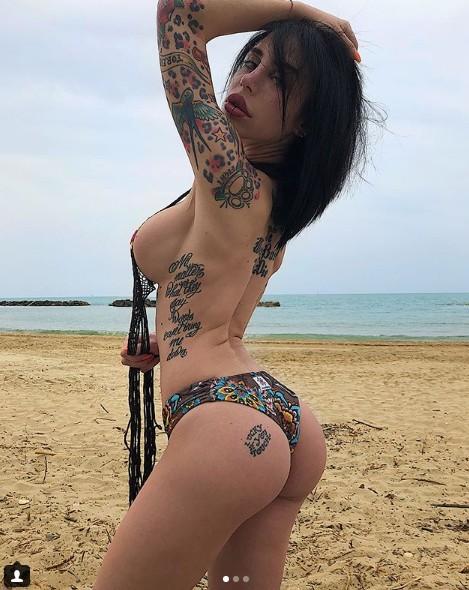 Una bellezza sulla spiaggia !