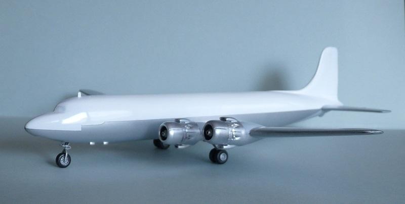 DC-6B  Minicraft 1/144 - Page 2 1807310504515669815829766