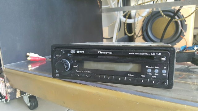 Nakamichi CD400 - prise auxiliaire RCA 18080912032023597815841623