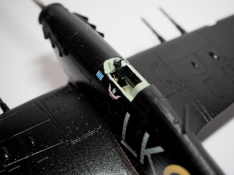 [Academy] Hawker Hurricane MK.IIc au 1/72e 18082002463924220515855329