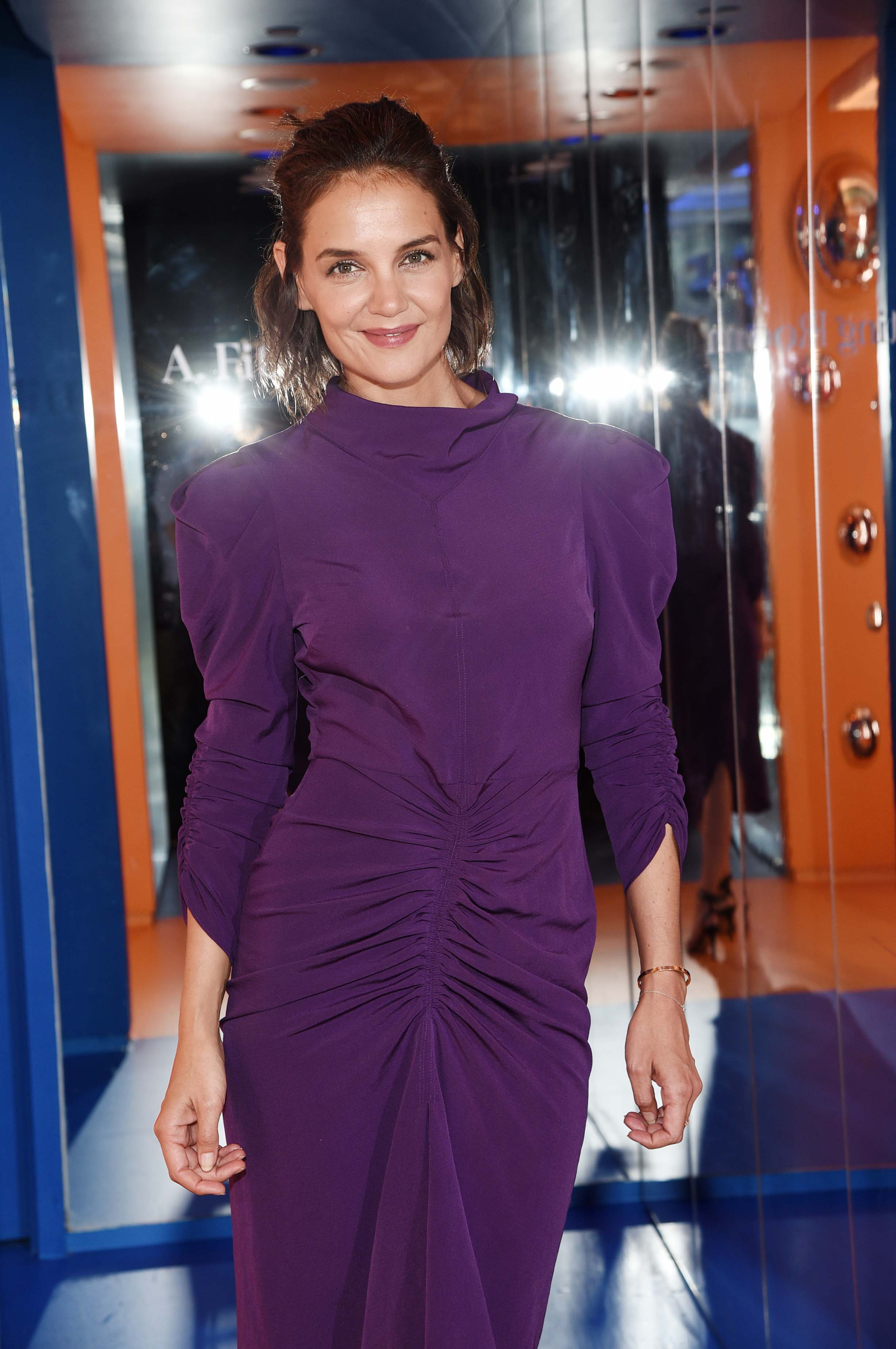 katie-holmes-a-human-experience-exhibit-in-nyc-9418-3