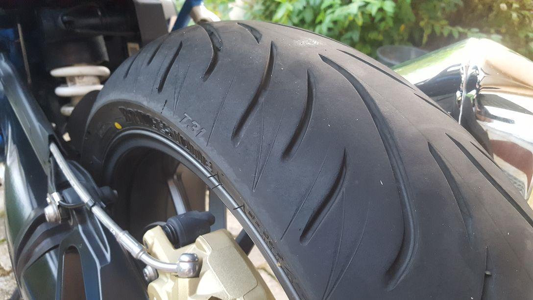 Essais divers récents : pneus, casques 18091610255023668115894980