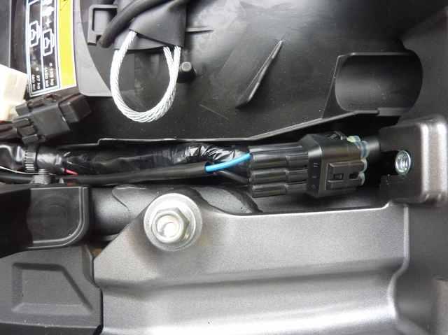Prises accessoires avant et arrière + schéma électrique 18100806012924198015932008