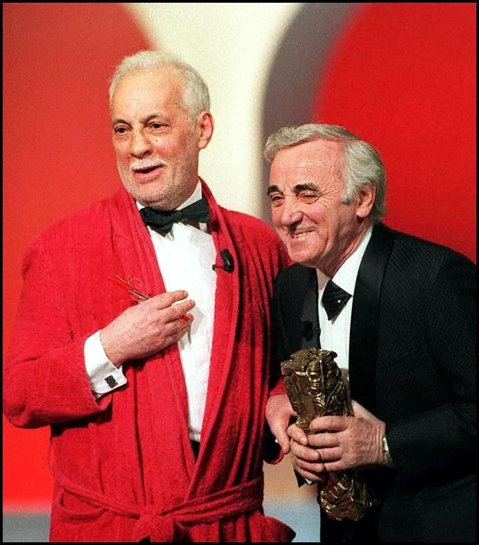 Aznavour et ami en rouge