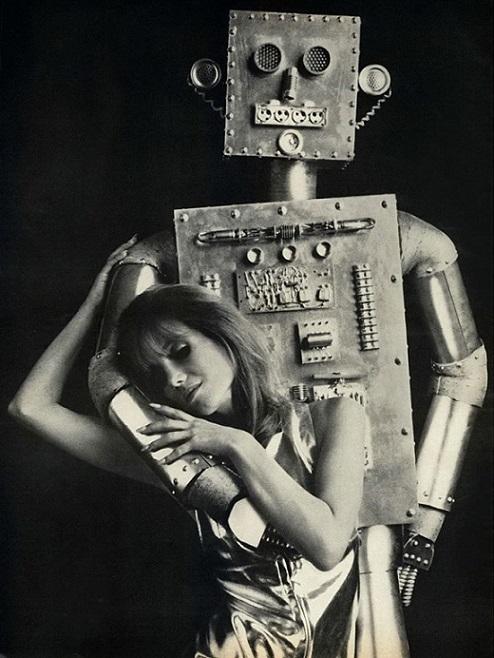 ROBOTIKMACHINE - Le robot et sa compagne dans Robotikmachine 18102208534015263615956057
