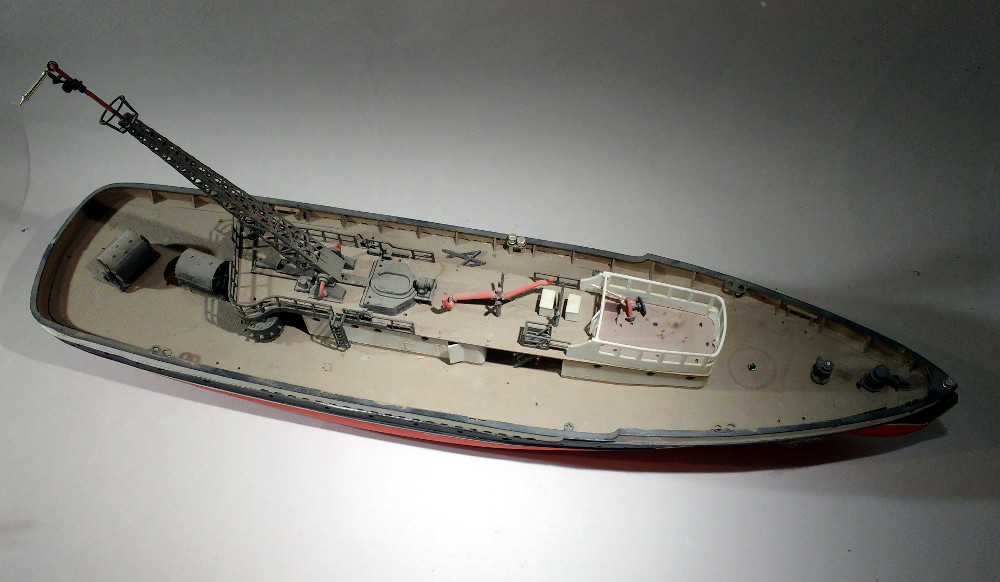 Epave de bateau pompe tirée du grenier 18110805221323099315986583