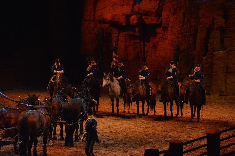 La Légende de Buffalo Bill… avec Mickey et ses Amis ! - Page 7 18123010013223968016053892