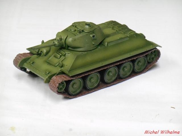 T34/76  modéle 1940  .début de  version. 1/72 maquette UM 1902130902255625616118272