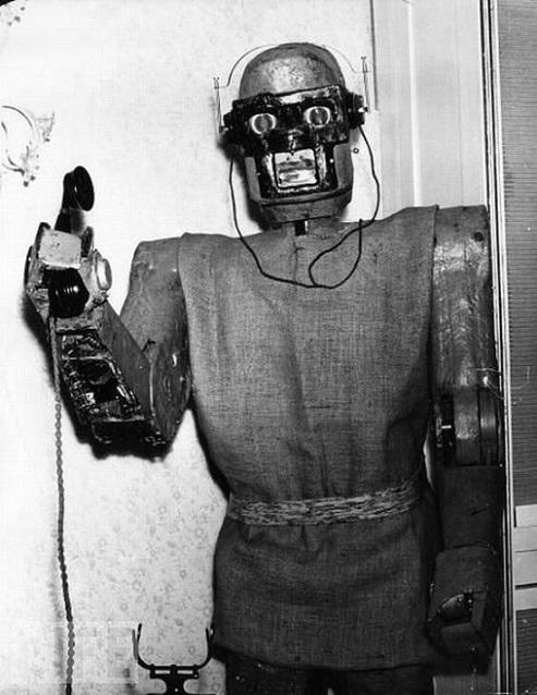 ROBOTIKMACHINE - Le robot standardiste dans Robotikmachine 19021609073115263616121753