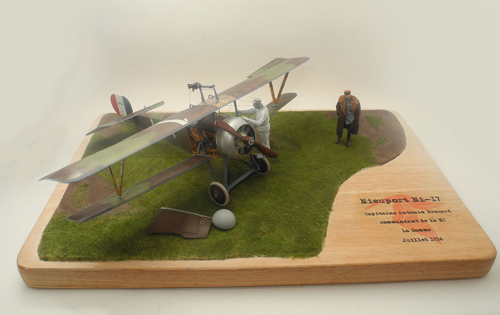 Capitaine Brocard commandant de l'escadrille des cigognes 1916 1/32 19022711262723469216137066