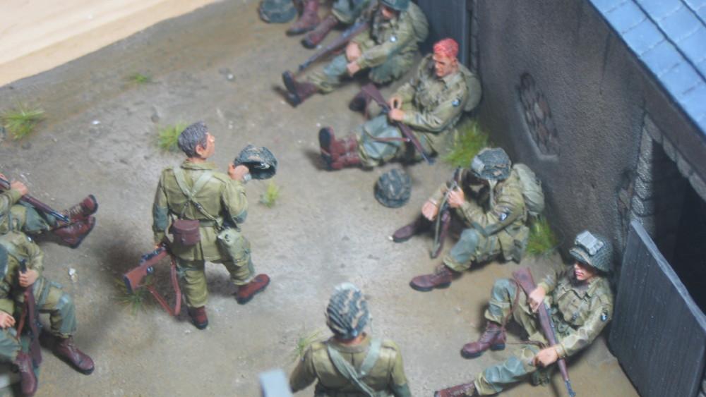 Diorama 101st Airborne Normandie - Page 2 19030105210923329216141244