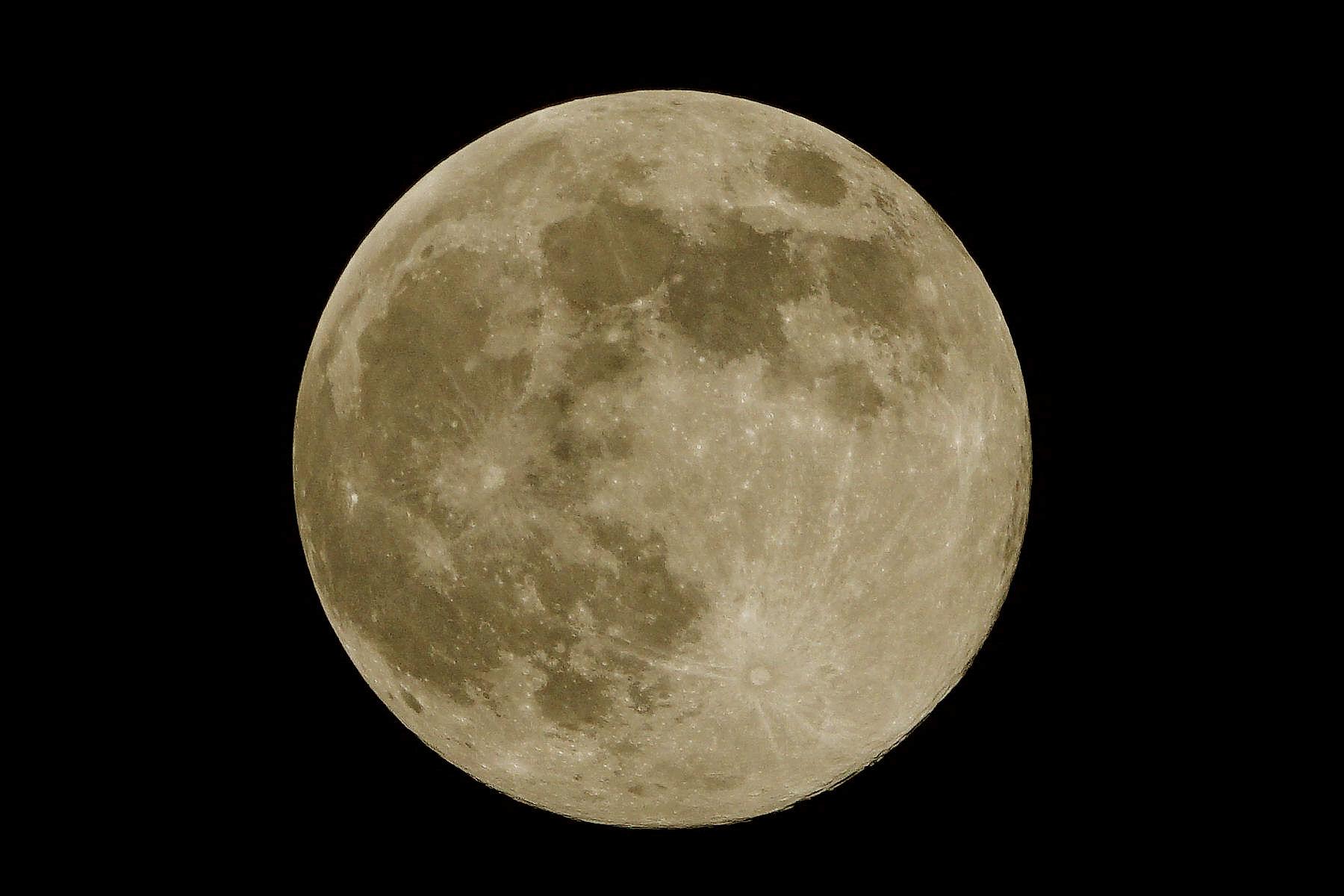 Lune coloriséet