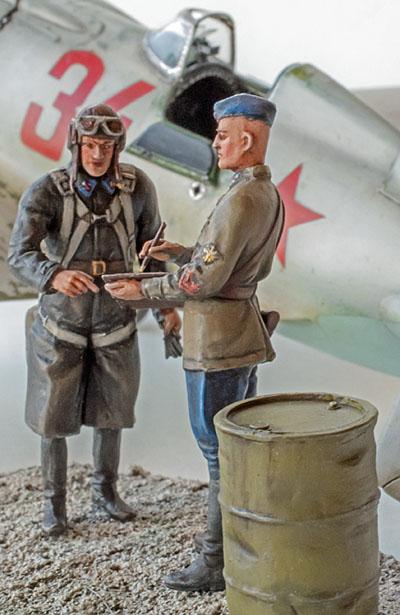 Figurines de pilotes et de mécaniciens ww2 + maquettes d'avions 19032606312814703416176119