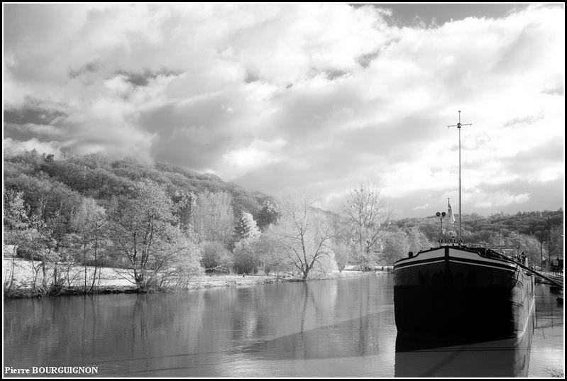 Landelies photographie infrarouge par Pierre BOURGUIGNON, Belgique