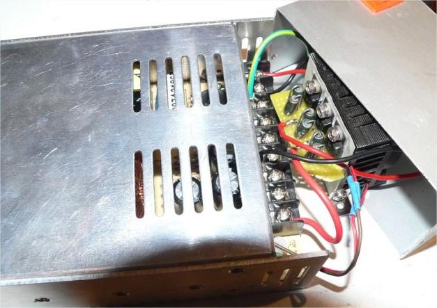 Un chargeur 48V/400W CC/CV 19060408330912779416262314