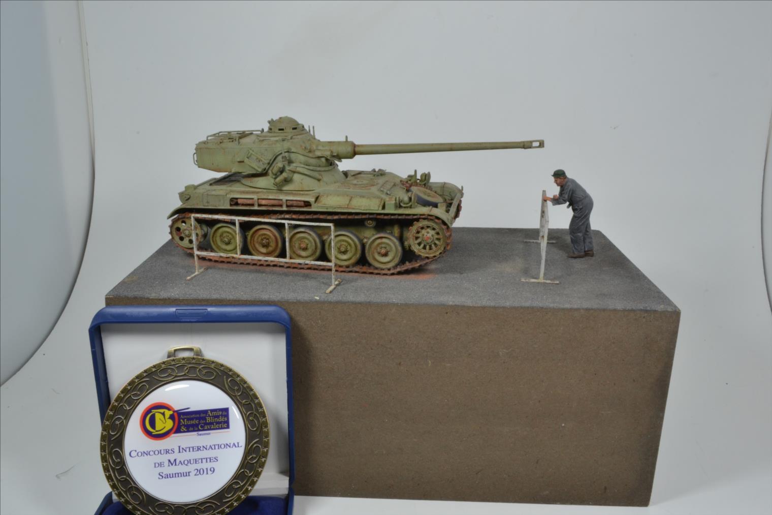 AMX 13 (Tamiya) 1/35 - Page 2 19061210391722494216272084