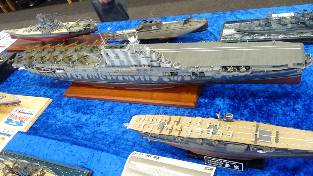 USS HORNET 1/200 MERIT + BIG ED Eduard + MK1 - Page 2 781618-Hornet-200-01