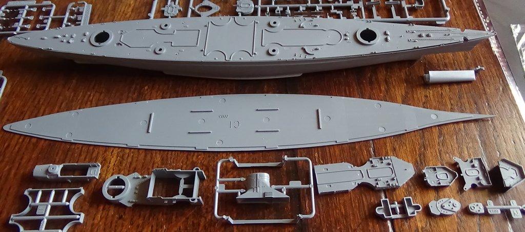 DKM Scharnhorst au 1/700e Flyhawk - Ouverture de boite 4l0qIb-Scharnhorst-05
