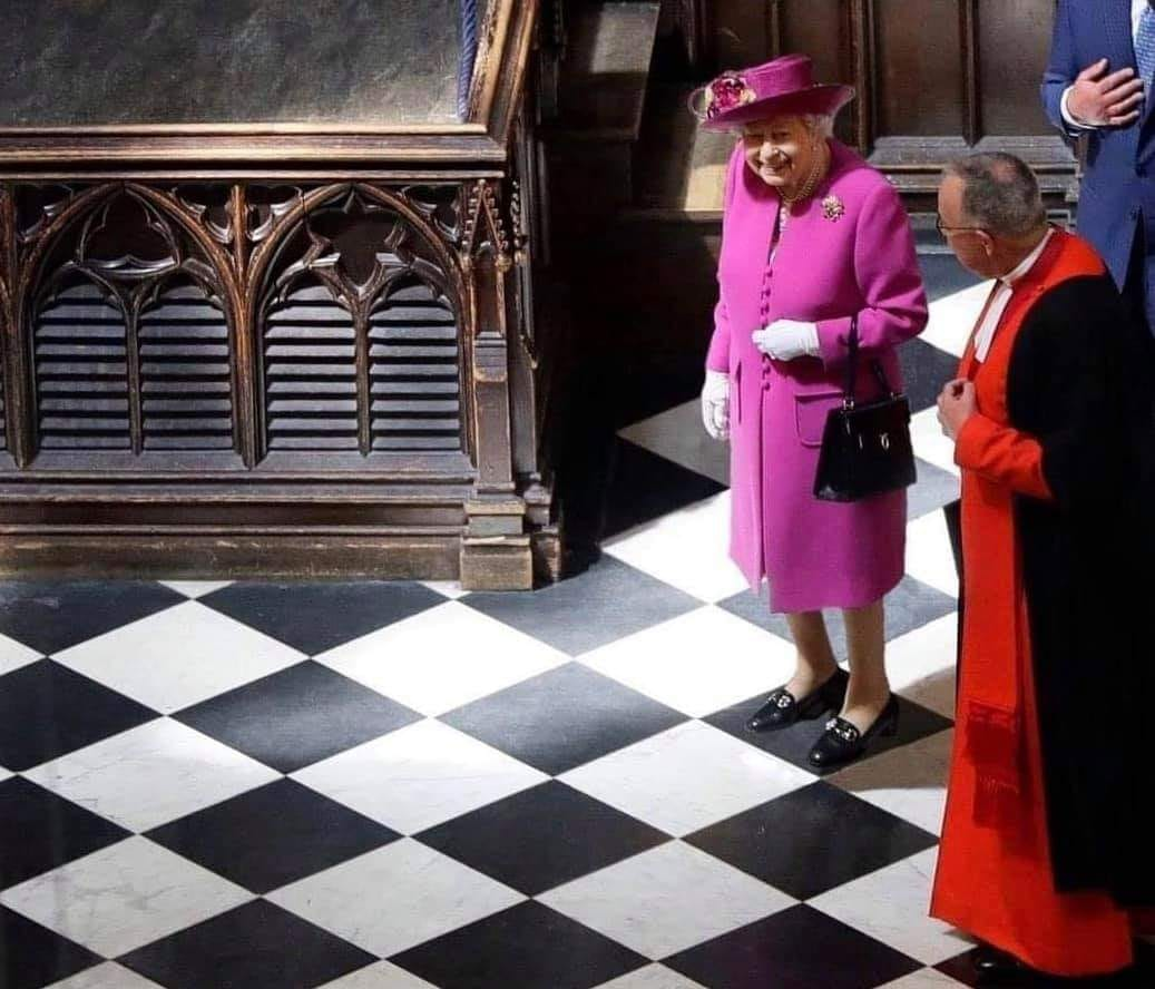 La reine peut se déplacer dans n'importe quelle direction