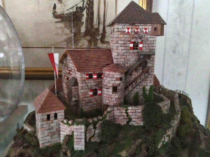 Village médiéval fortifié 19110610311523648416495023