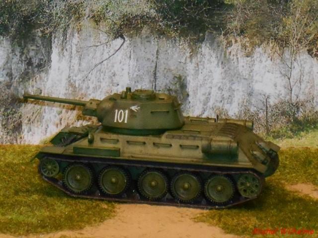 T34/76  modéle 1943  tourelle moulée. 1/72 maquette UM 1911090852215625616500473