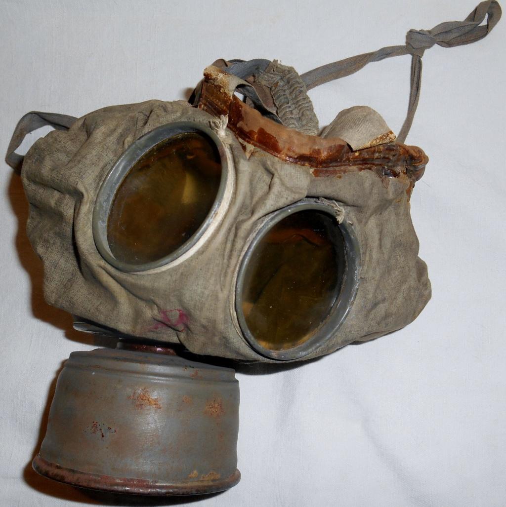 Gummi gas mask 19111007540823624316502881
