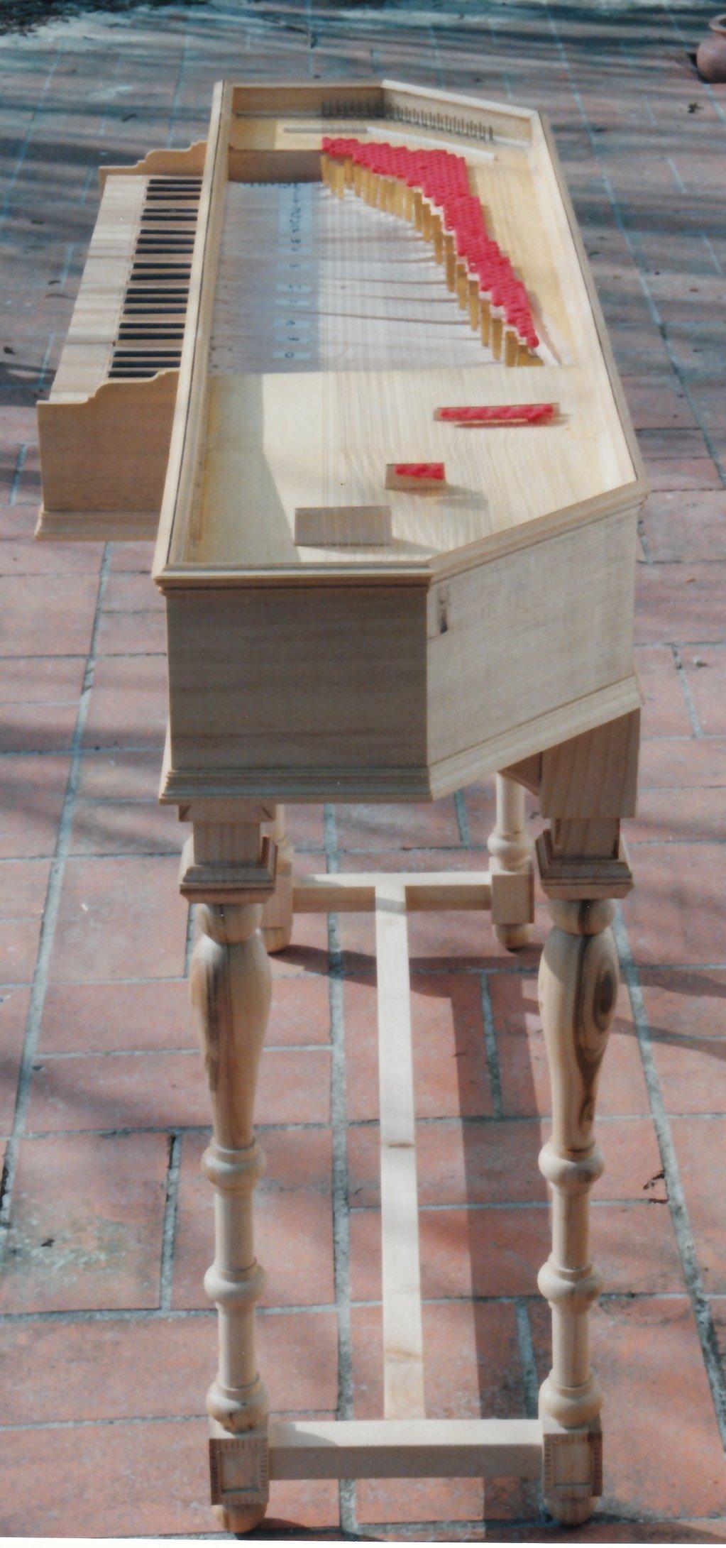 Fabrication d'instruments de musique anciens de bgire 9JQ3Ib-1992-Clavicorde-Pisaurensis-49