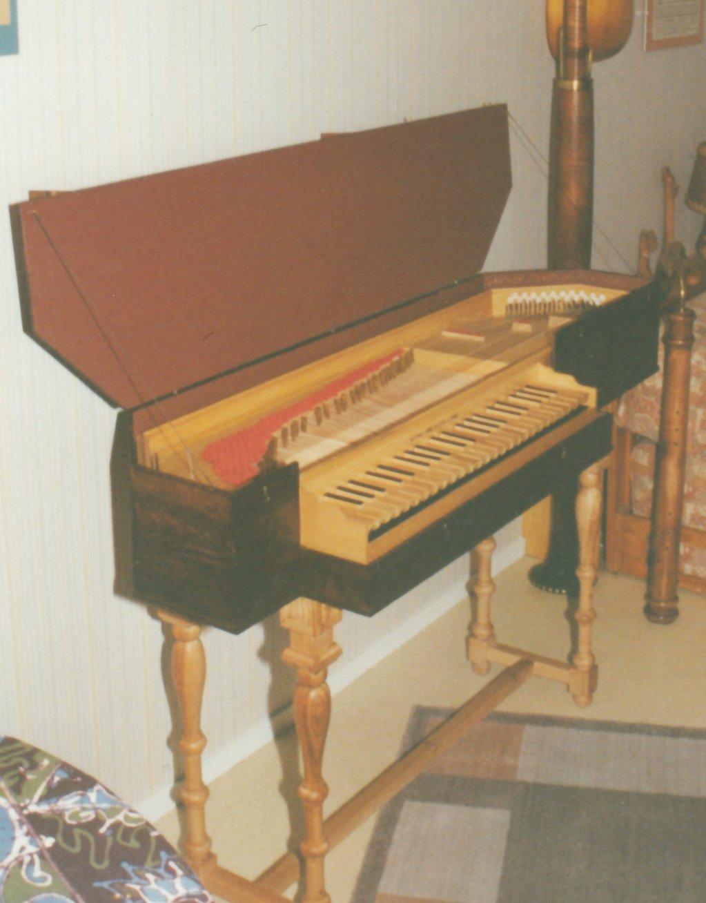 Fabrication d'instruments de musique anciens de bgire BJQ3Ib-1992-Clavicorde-Pisaurensis-52