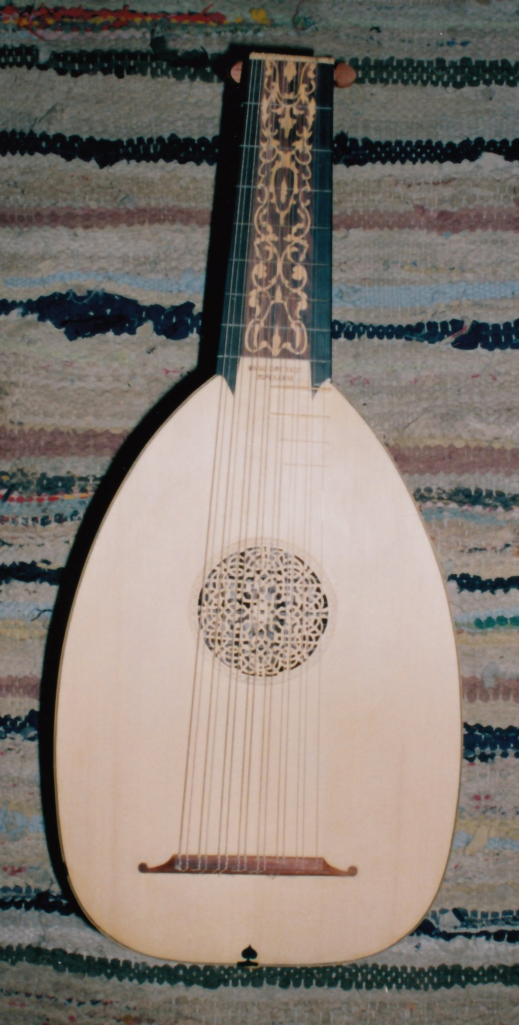 Fabrication d'instruments de musique anciens de bgire GwR3Ib-1991-Luth-Venere-138