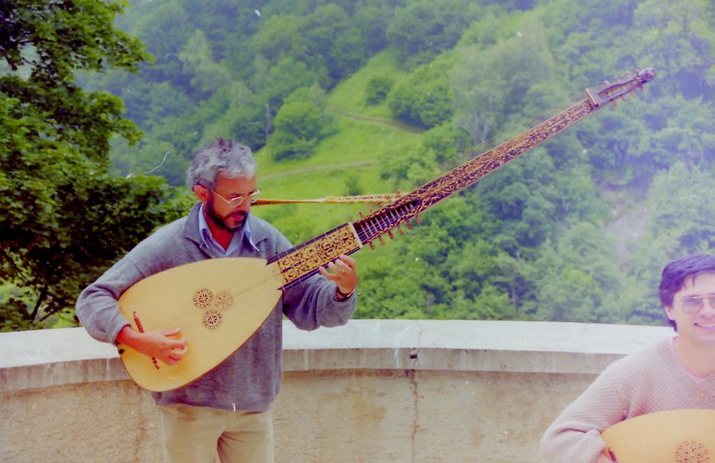 Fabrication d'instruments de musique anciens de bgire ZwR3Ib-1991-Chittarrone-Sellas-10