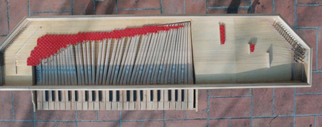 Fabrication d'instruments de musique anciens de bgire CKQ3Ib-1992-Clavicorde-Pisaurensis-47