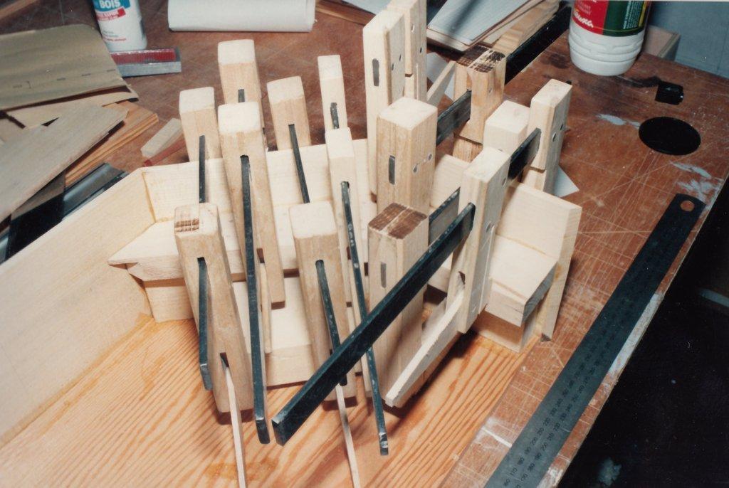 Fabrication d'instruments de musique anciens de bgire GGQ3Ib-1992-Clavicorde-Pisaurensis-04