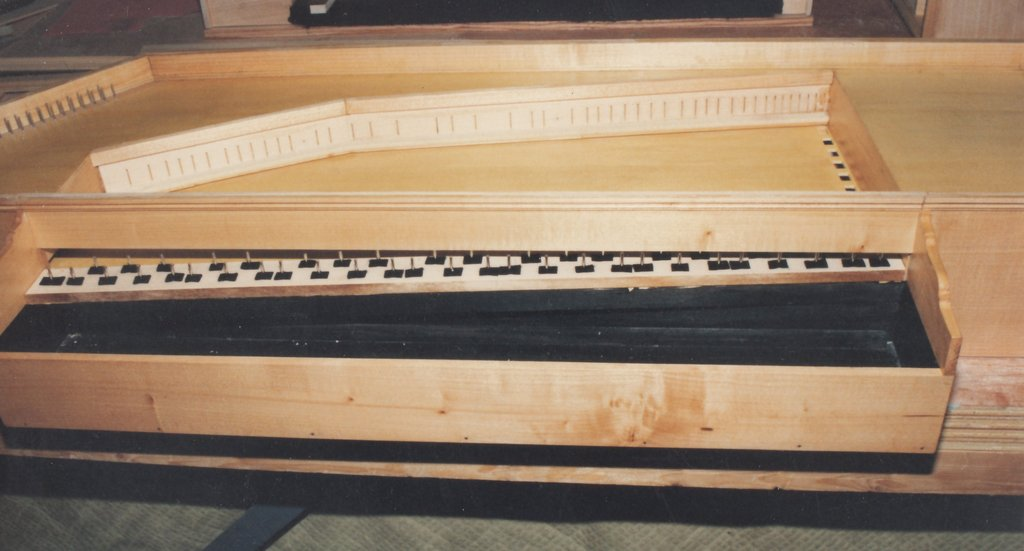 Fabrication d'instruments de musique anciens de bgire HIQ3Ib-1992-Clavicorde-Pisaurensis-23