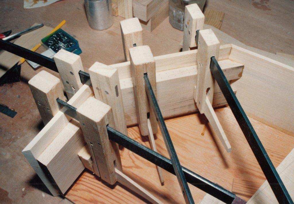 Fabrication d'instruments de musique anciens de bgire TGQ3Ib-1992-Clavicorde-Pisaurensis-05