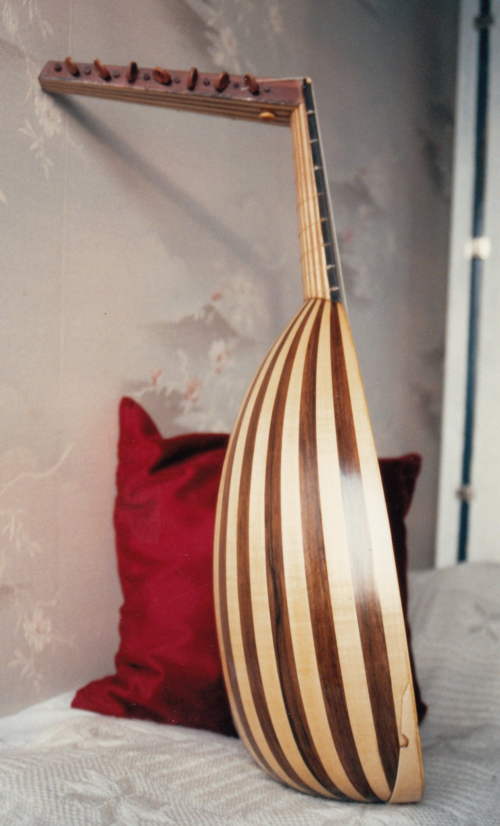 Fabrication d'instruments de musique anciens de bgire 19111306402723134916508207
