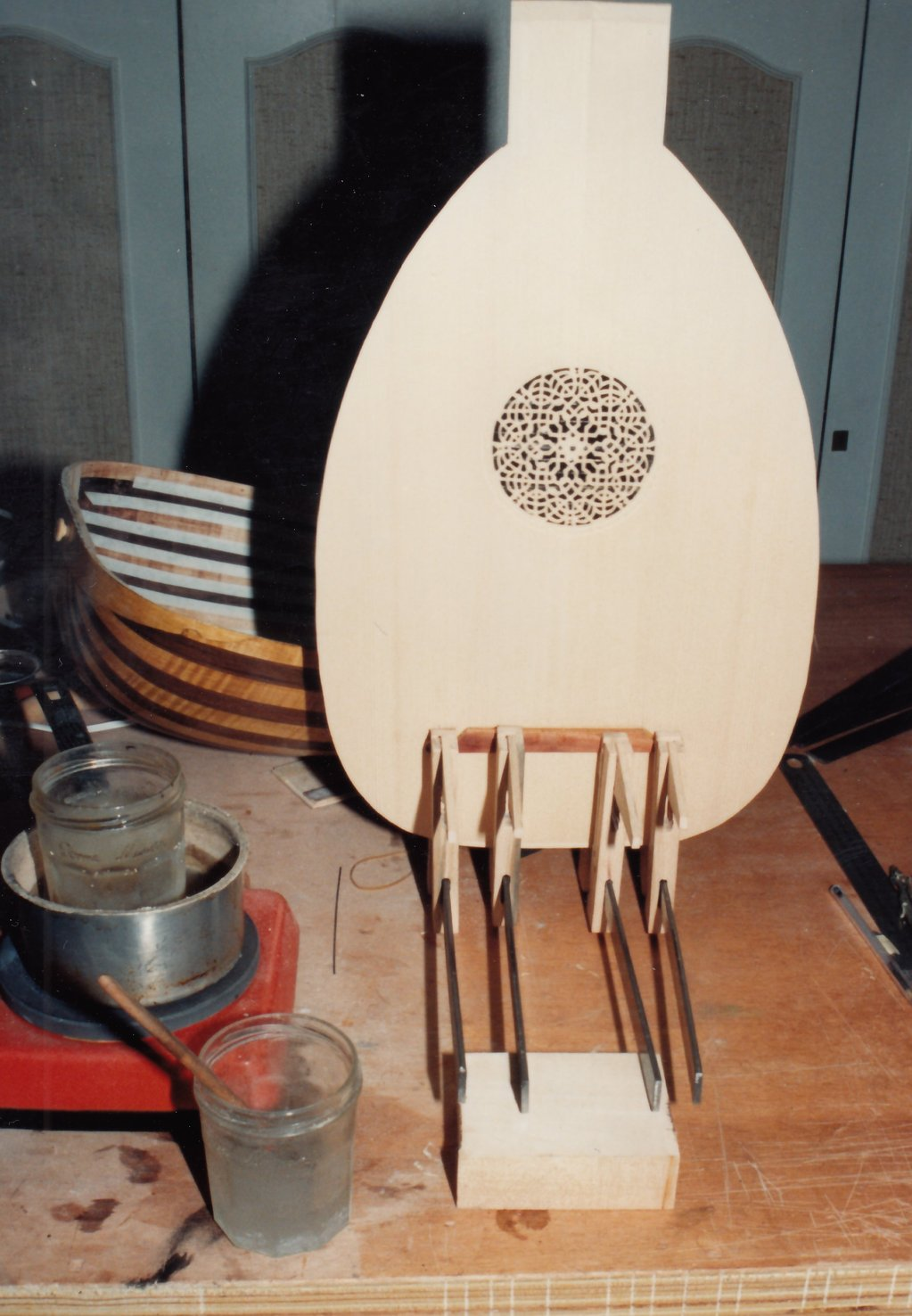 Fabrication d'instruments de musique anciens de bgire 19111306433223134916508238