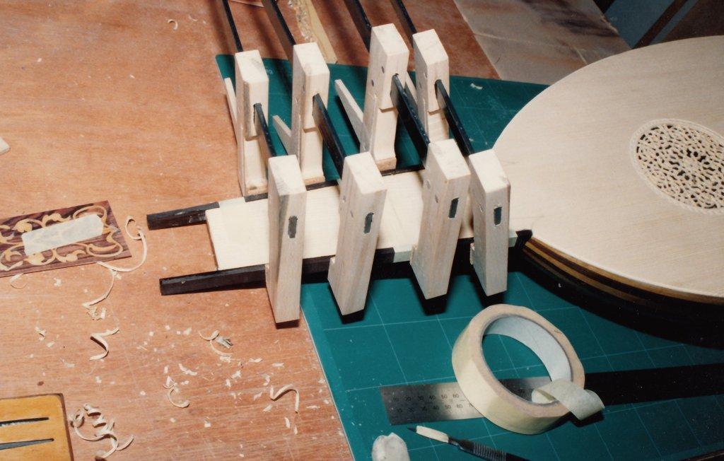 Fabrication d'instruments de musique anciens de bgire 19111306443123134916508248