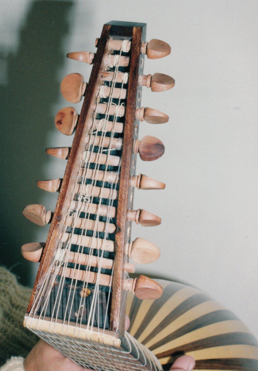 Fabrication d'instruments de musique anciens de bgire 19111306455223134916508261