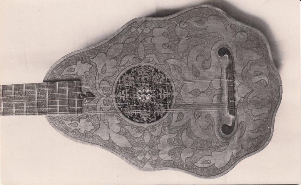 Fabrication d'instruments de musique anciens de bgire - Page 2 SYa6Ib-1581-John-Rose-Orpharion-1