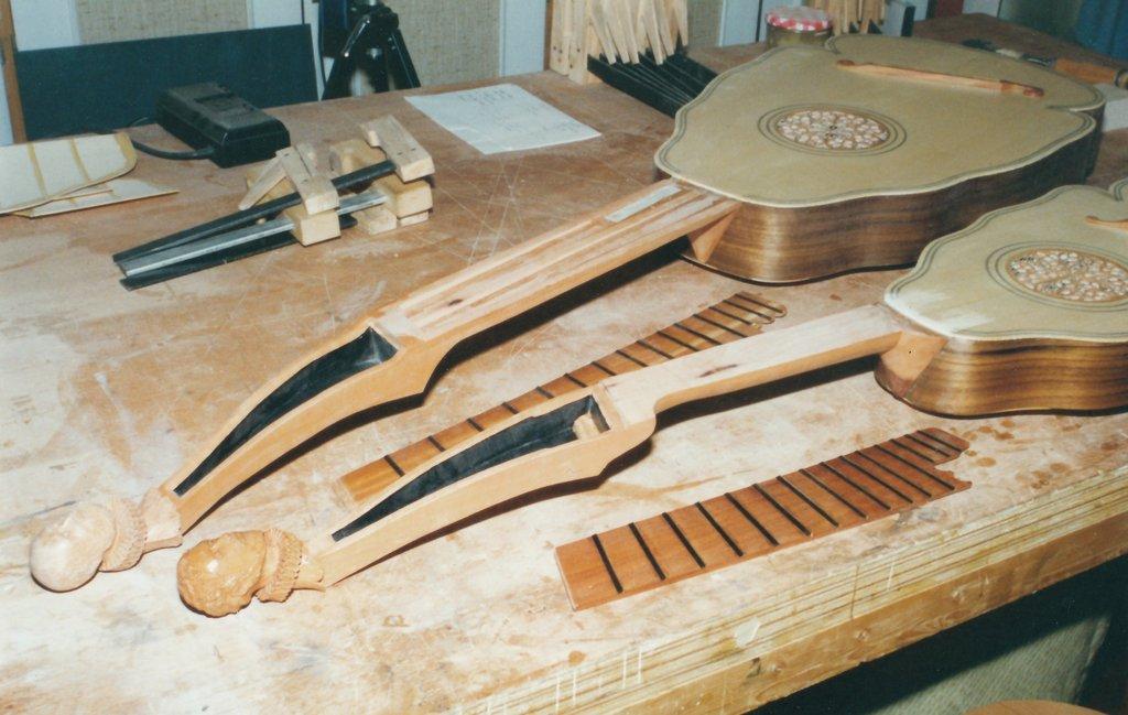 Fabrication d'instruments de musique anciens de bgire - Page 2 UEb6Ib-Orpharion-bandora-08