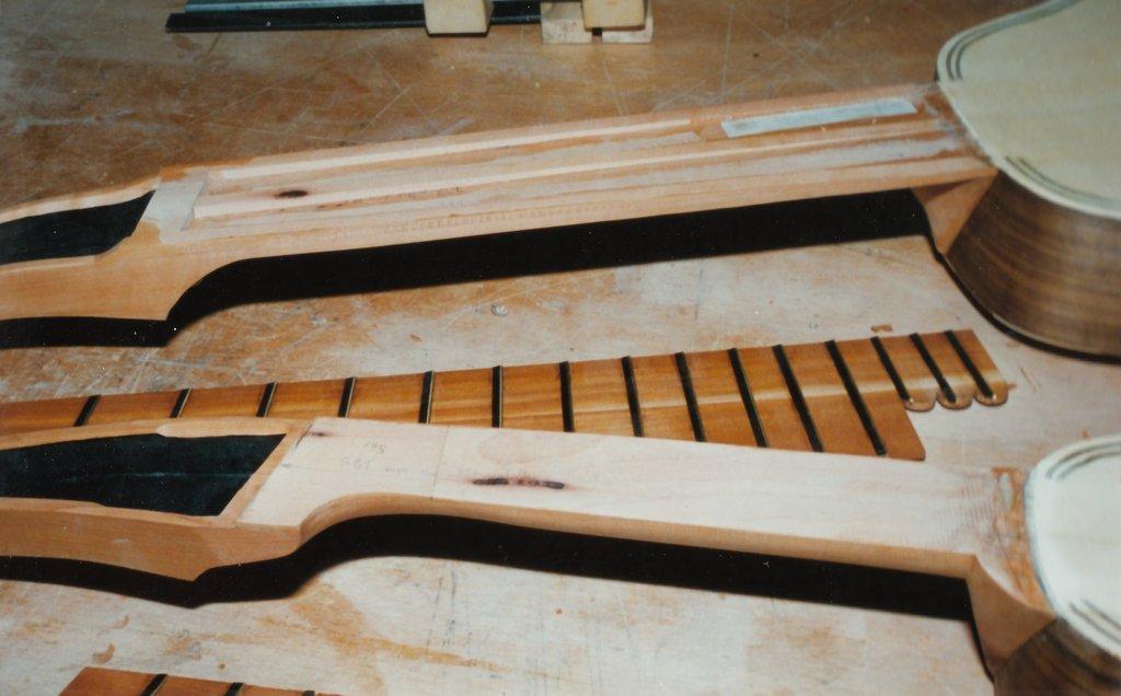 Fabrication d'instruments de musique anciens de bgire - Page 2 CFb6Ib-Orpharion-bandora-09