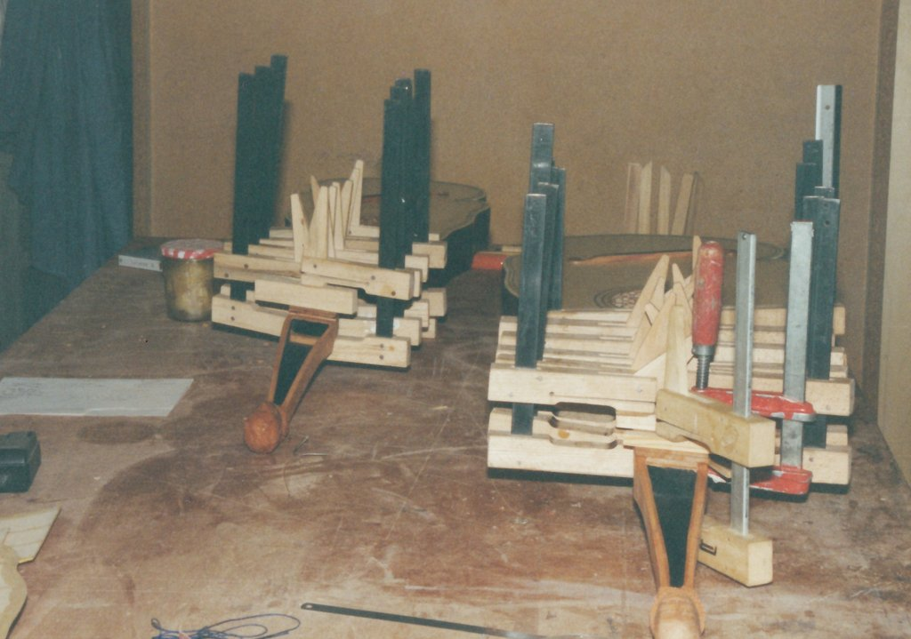 Fabrication d'instruments de musique anciens de bgire - Page 2 FFb6Ib-Orpharion-bandora-10