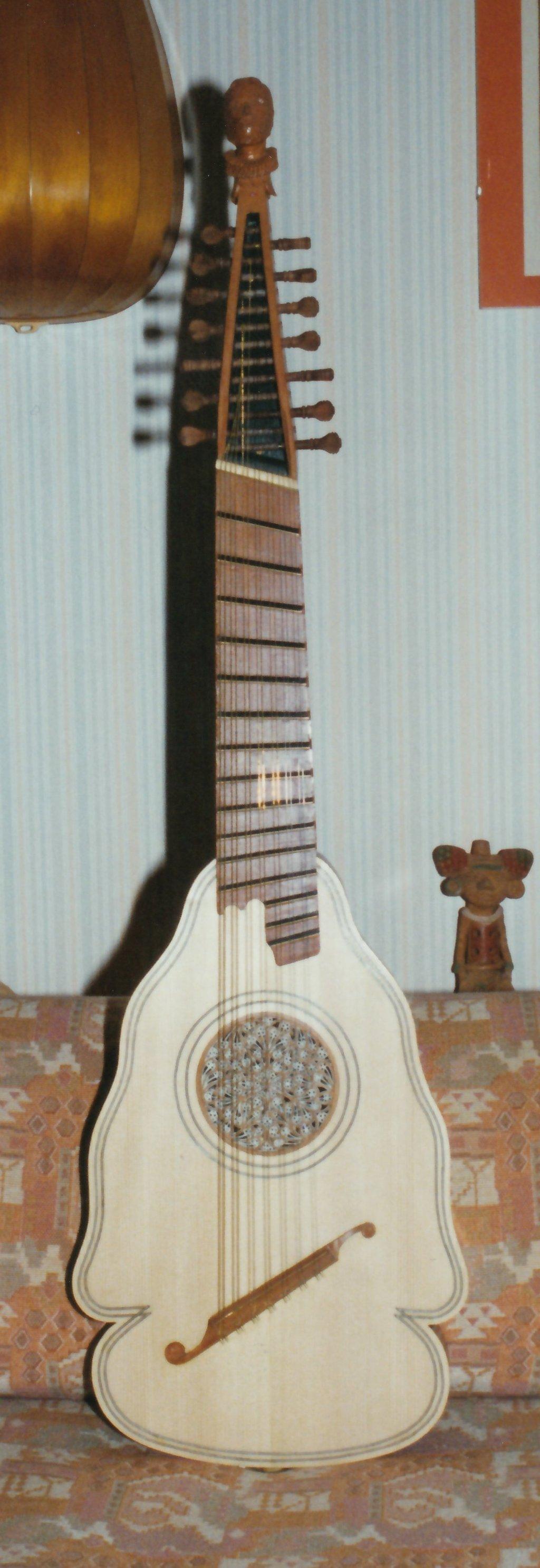 Fabrication d'instruments de musique anciens de bgire - Page 2 2Lr6Ib-1994-Orpharion-55