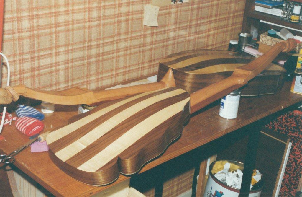 Fabrication d'instruments de musique anciens de bgire - Page 2 6rx6Ib-1994-Bandora-21