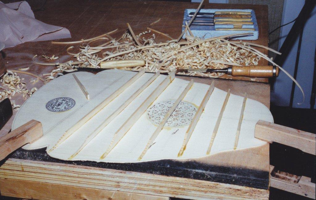 Fabrication d'instruments de musique anciens de bgire - Page 2 KKr6Ib-1994-Orpharion-45
