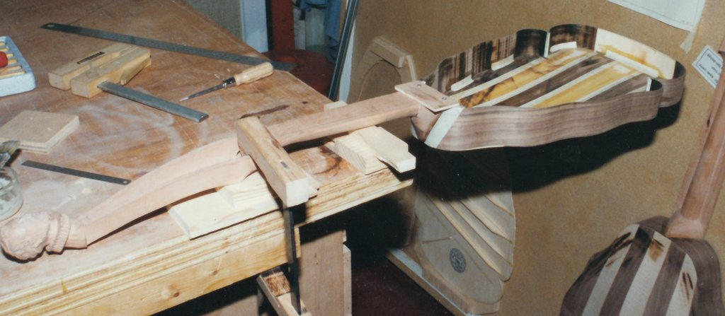 Fabrication d'instruments de musique anciens de bgire - Page 2 EJr6Ib-1994-Orpharion-35
