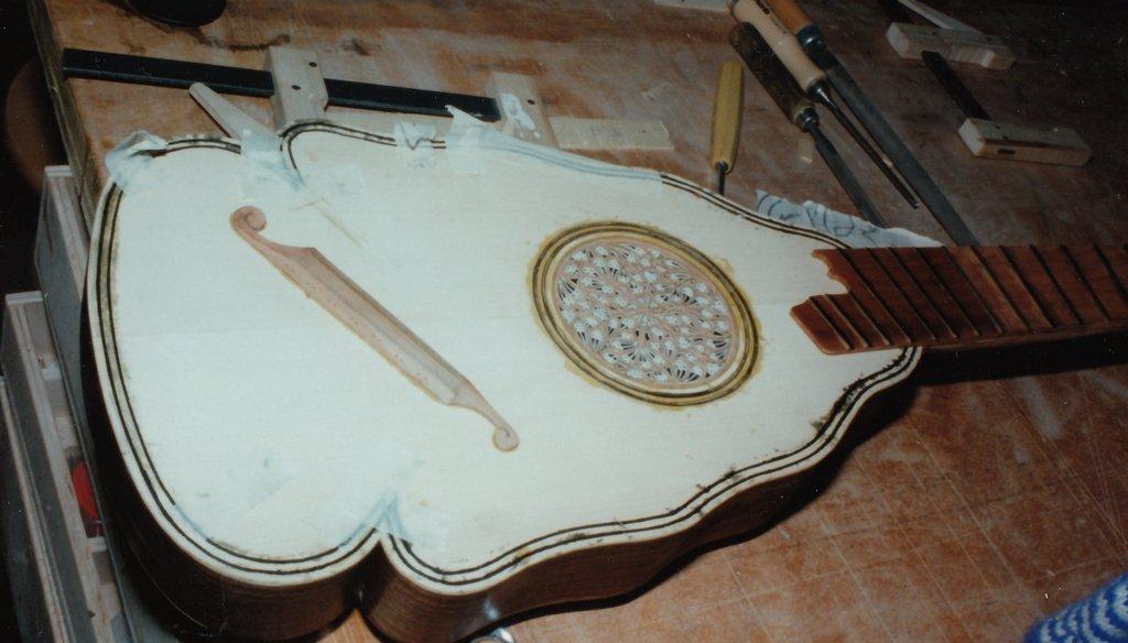 Fabrication d'instruments de musique anciens de bgire - Page 2 JLr6Ib-1994-Orpharion-49